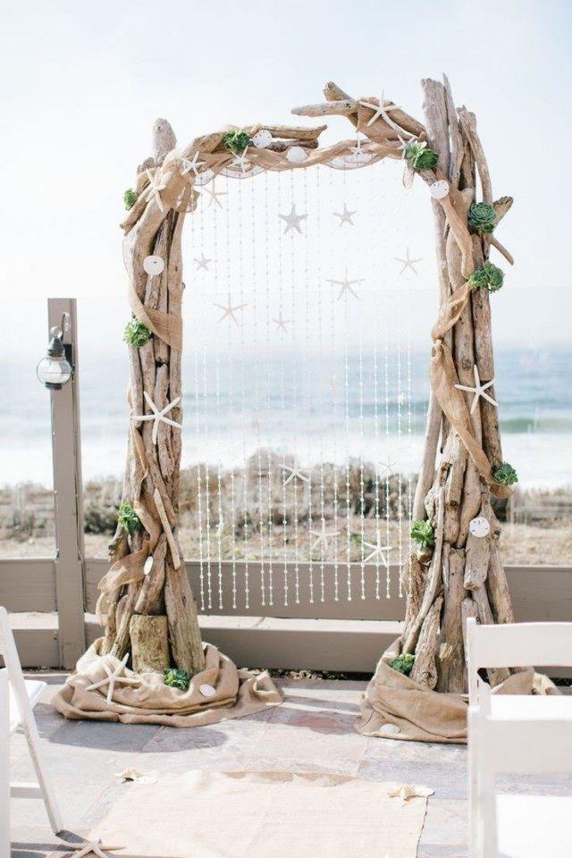 Arche De Jardin En Bois Flotte En Tant Que Decoration Romantique