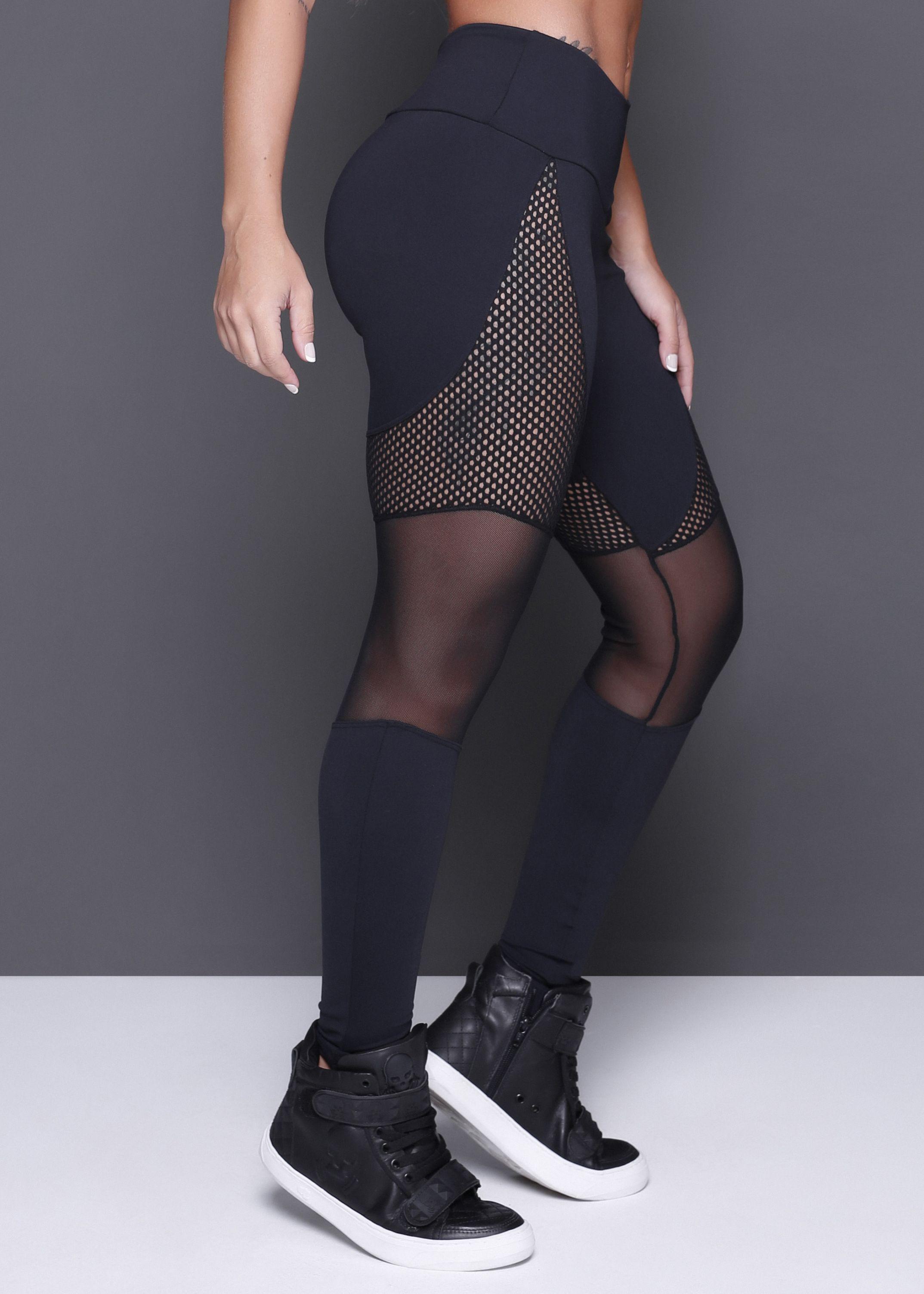4da54d3419 Legging confeccionada em suplex poliamida com recortes em tela e tule.Uma  peça com transparência