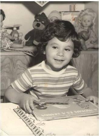 الشاعر الفلسطيني تميم البرغوثي في طفولته Palestinian Poet Tamim Barghouthi In His Childhood Tumblr O8sqthpieq1twe5 Palestine History Book Aesthetic Palestine