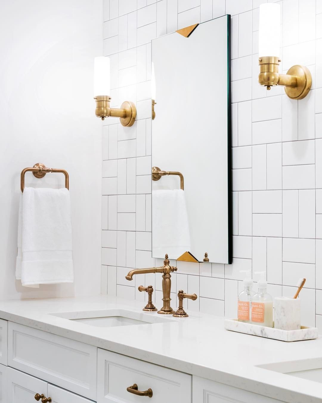 Gorgeous bathroom renovation caitlin wilson interior design 2019 - Geflieste badezimmer ...