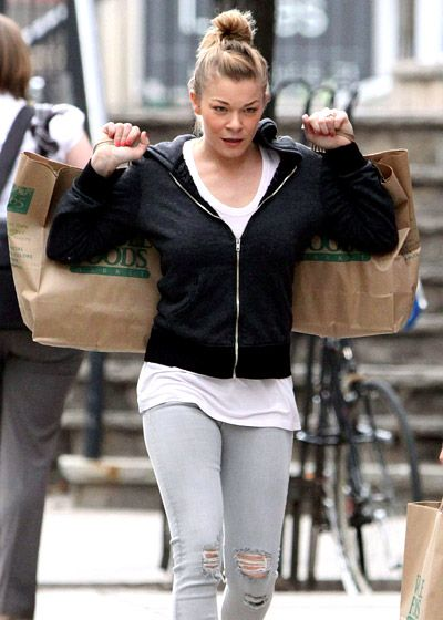 LeAnn Rimes goes grocery shopping #justlikeus!