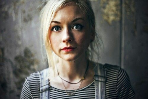 Pin By Tracy Parsons Anema On The Walking Dead Emily Kinney Emily Kinney Emily Kinney Harry Potter Portrait