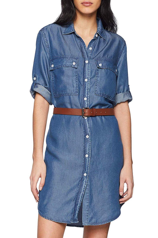 outfit idee: jeanskleid kombiniert mit braunem gürtel und