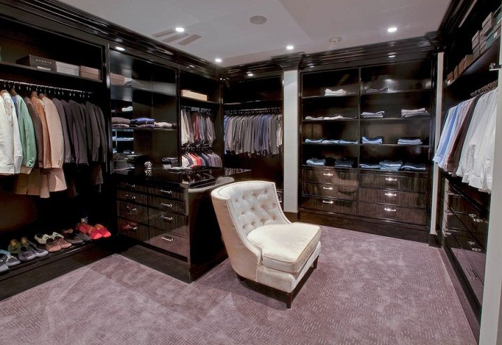 walking closets in mansions