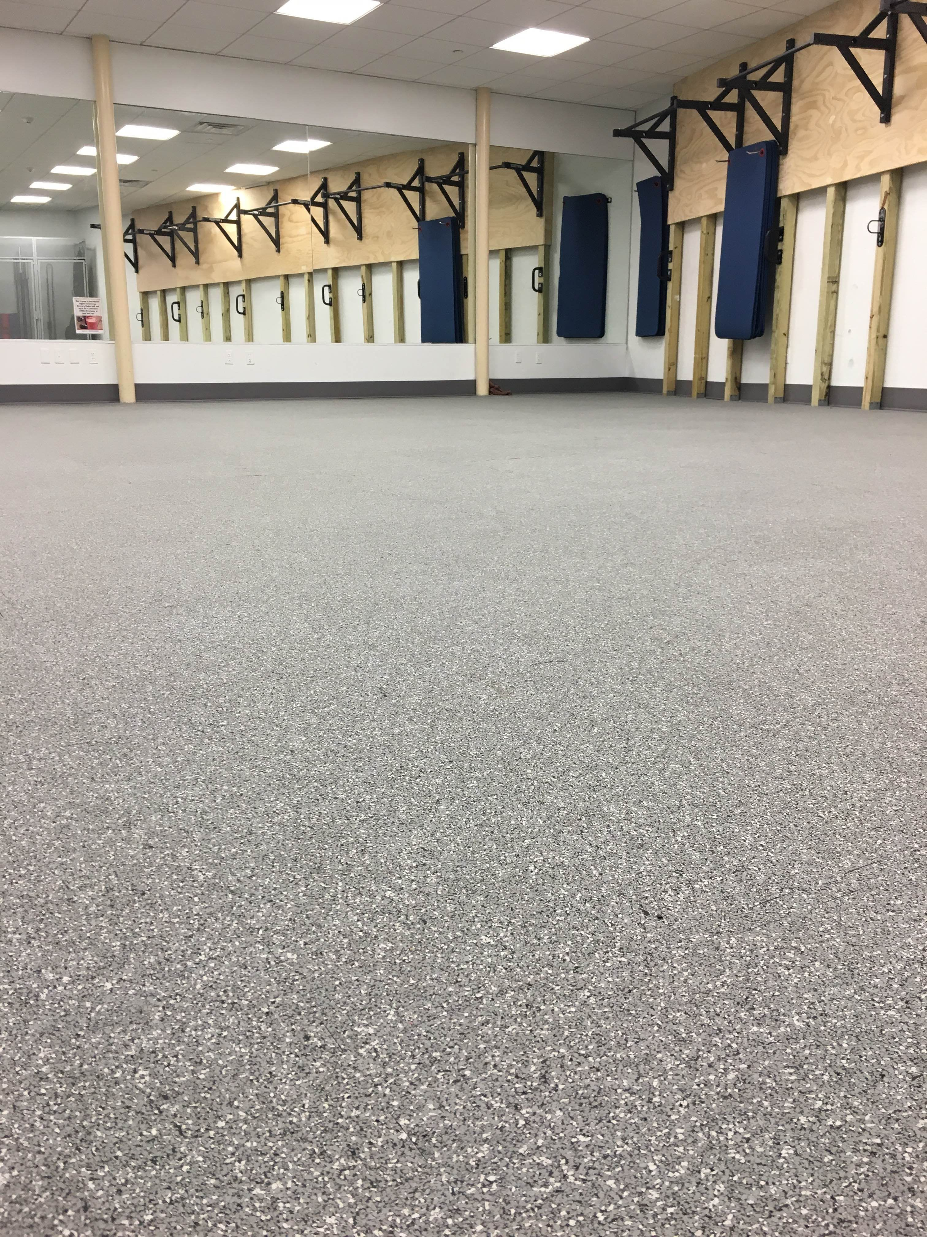 Rubber Flooring Doesn T Have To Look Like Car Tire This Is Everlast In A High Concentrate Epdm Rubber Floor From E Rubber Flooring Rubber Rolls Salon Concepts