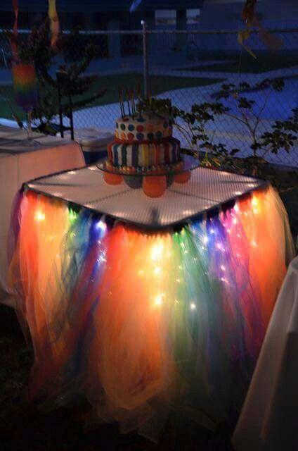 Mesa con tul y luz