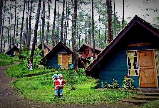 Grafika Cikole Tourist Terminal At Lembang West Java Wooden Hut Look Like A Hobbit House Wooden Hut Jungle House Lembang