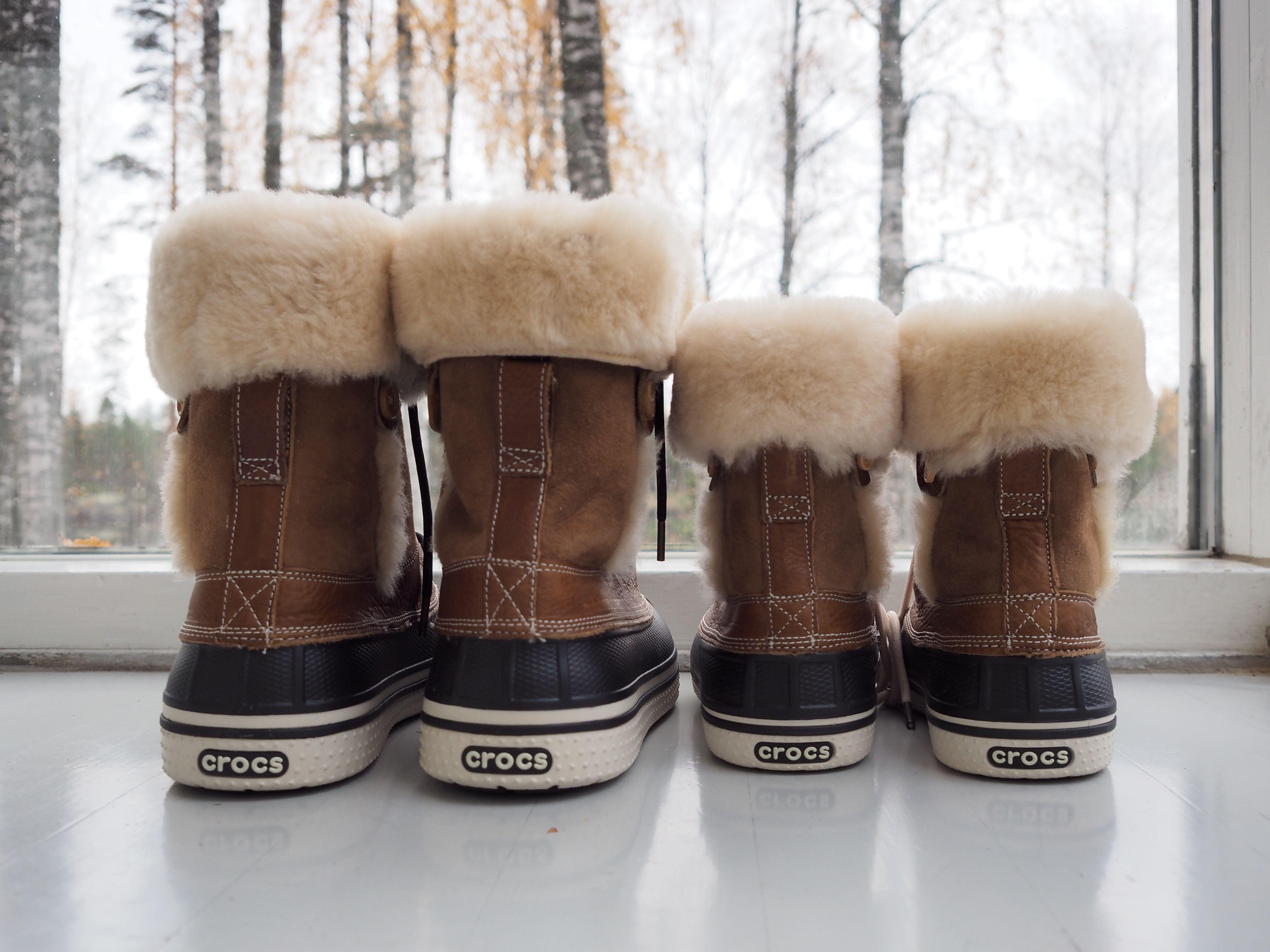 Women's luxe Duck Boots - Crocs Size 9