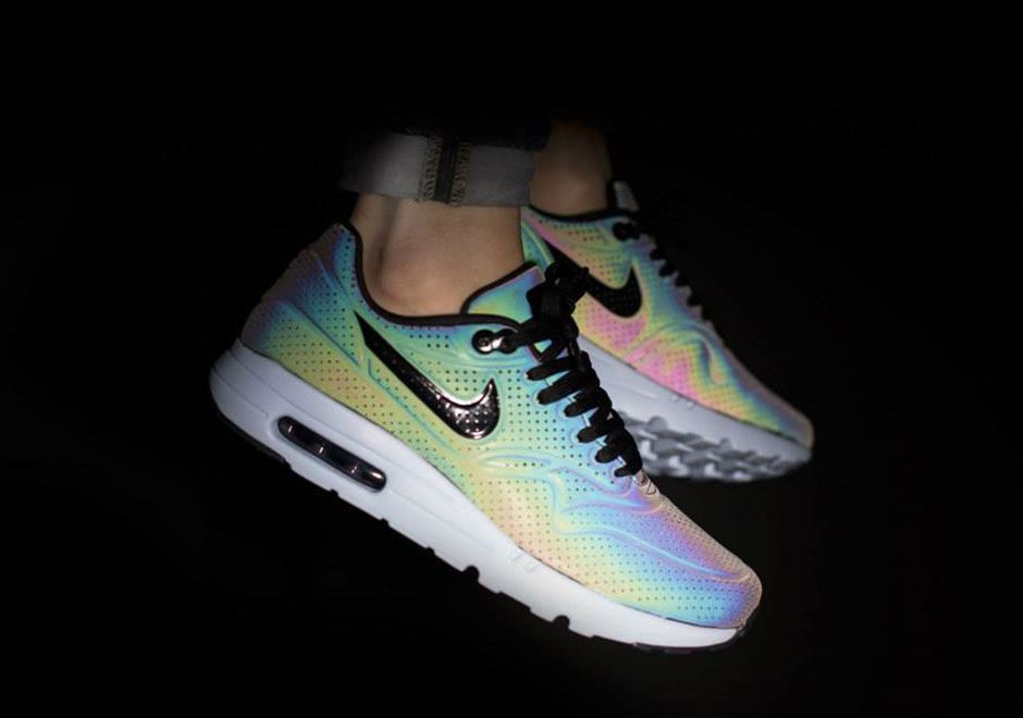 Nike Shoes That Change Color With Flash