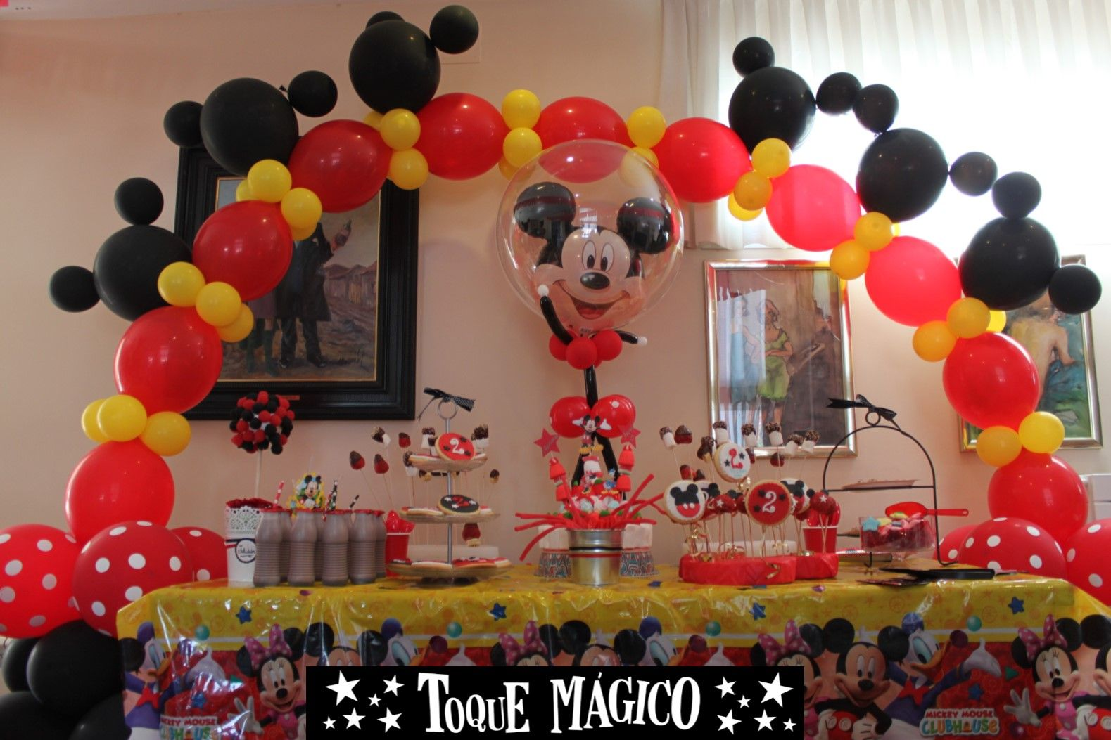 Mesa de dulce o candy bar de mickey mouse arco mickey lol for Mesa de cumpleanos de mickey
