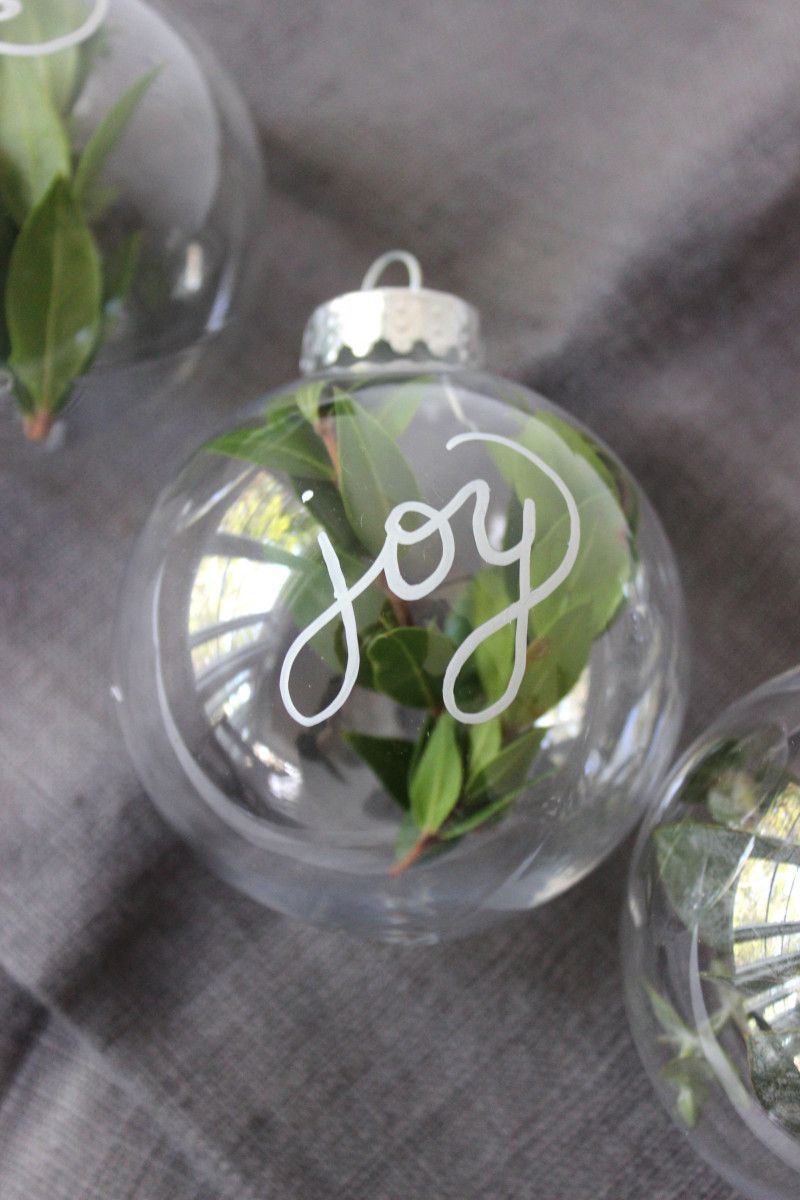 elegant and rustic diy ornaments is part of Diy christmas tree ornaments, Glass ornaments diy, Diy christmas ornaments, Christmas diy, Christmas tree ornaments, Ornaments diy kids - Each holiday season we try to come up with a few fun and easy diy ornaments to do with our kids, but this year we decided to make a few just for ourselves  Each of this year's ornaments were …