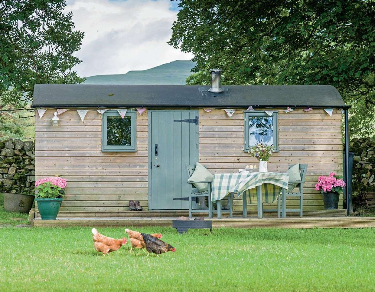 Converting sheds into livable space miniature homes and spaces - Small Space Living In The Uk Converting A Railway Carriage Into A Country Retreat