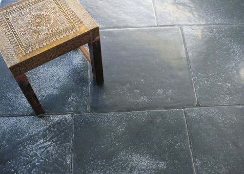 Carrelage De Sol En Pierre Naturelle Noir Artistic Tile Stone Kitchen Floor Stone Flooring