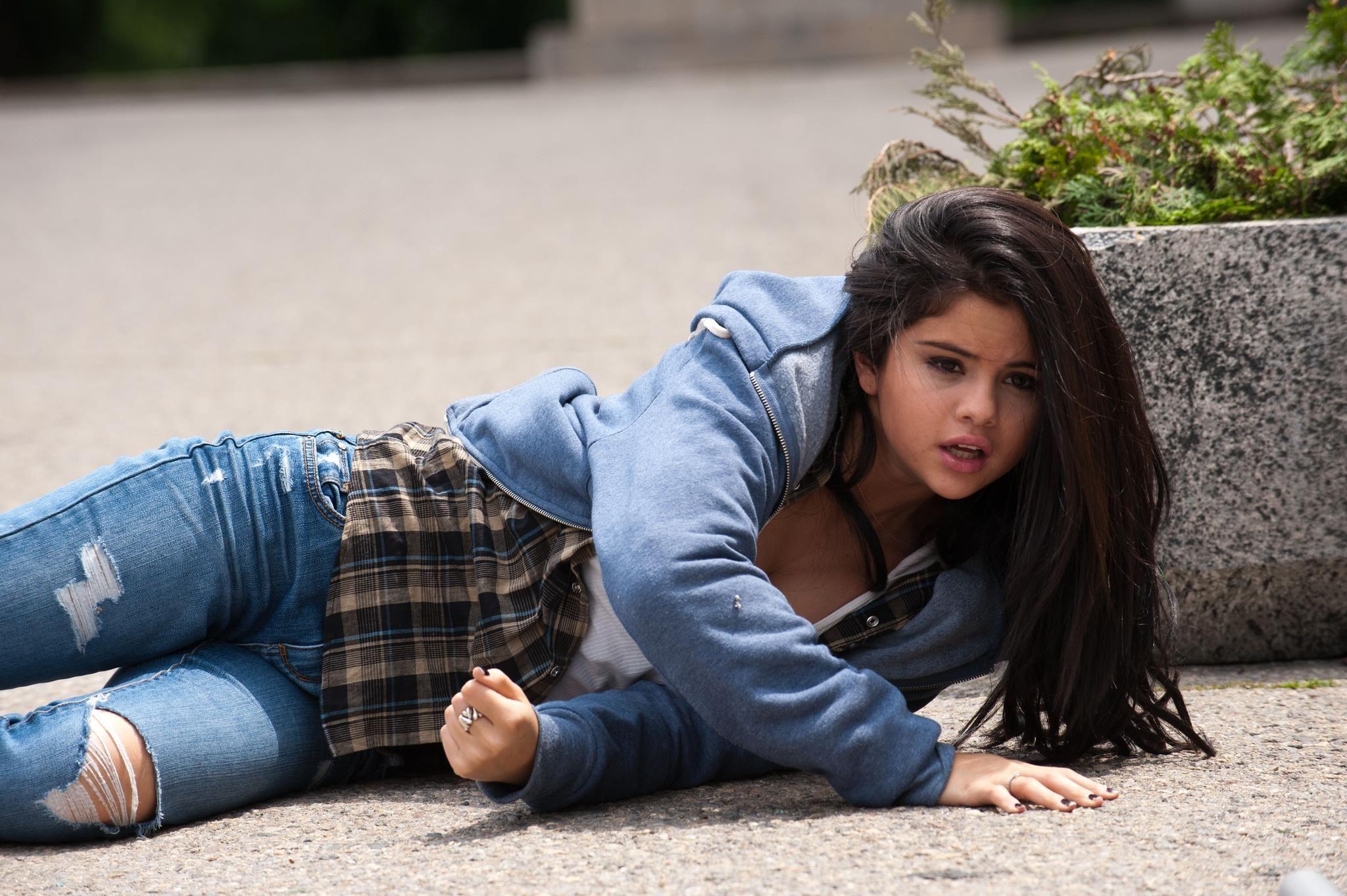 Selena Gomez Action In Getaway Movie Chordarea Com Lyrics Chords Selena Gomez Selena Gomez Photos Selena
