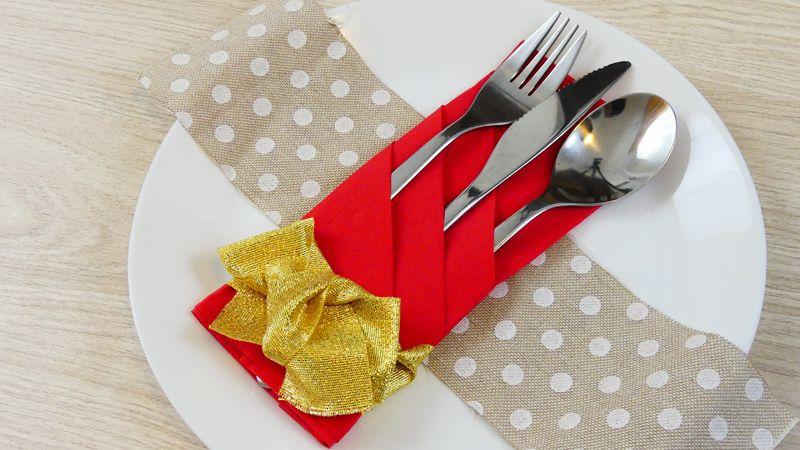 Come Piegare I Tovaglioli Di Carta Per Natale.Come Piegare I Tovaglioli 5 Idee Per Natale Must Try This