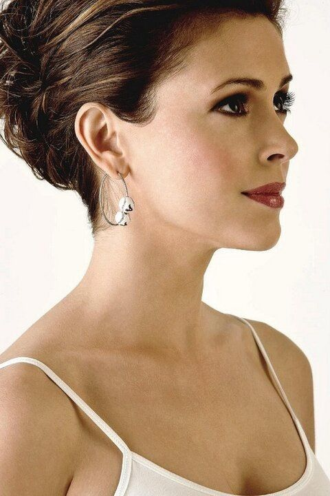 Alyssa Milano Beautiful Like Her Hair Colore Is Such A