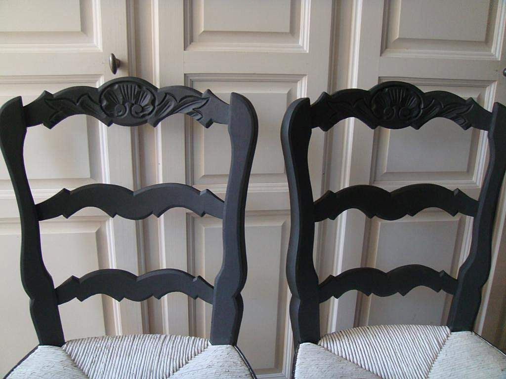 4 chaises style proven al patine noire patine rue et chaises. Black Bedroom Furniture Sets. Home Design Ideas