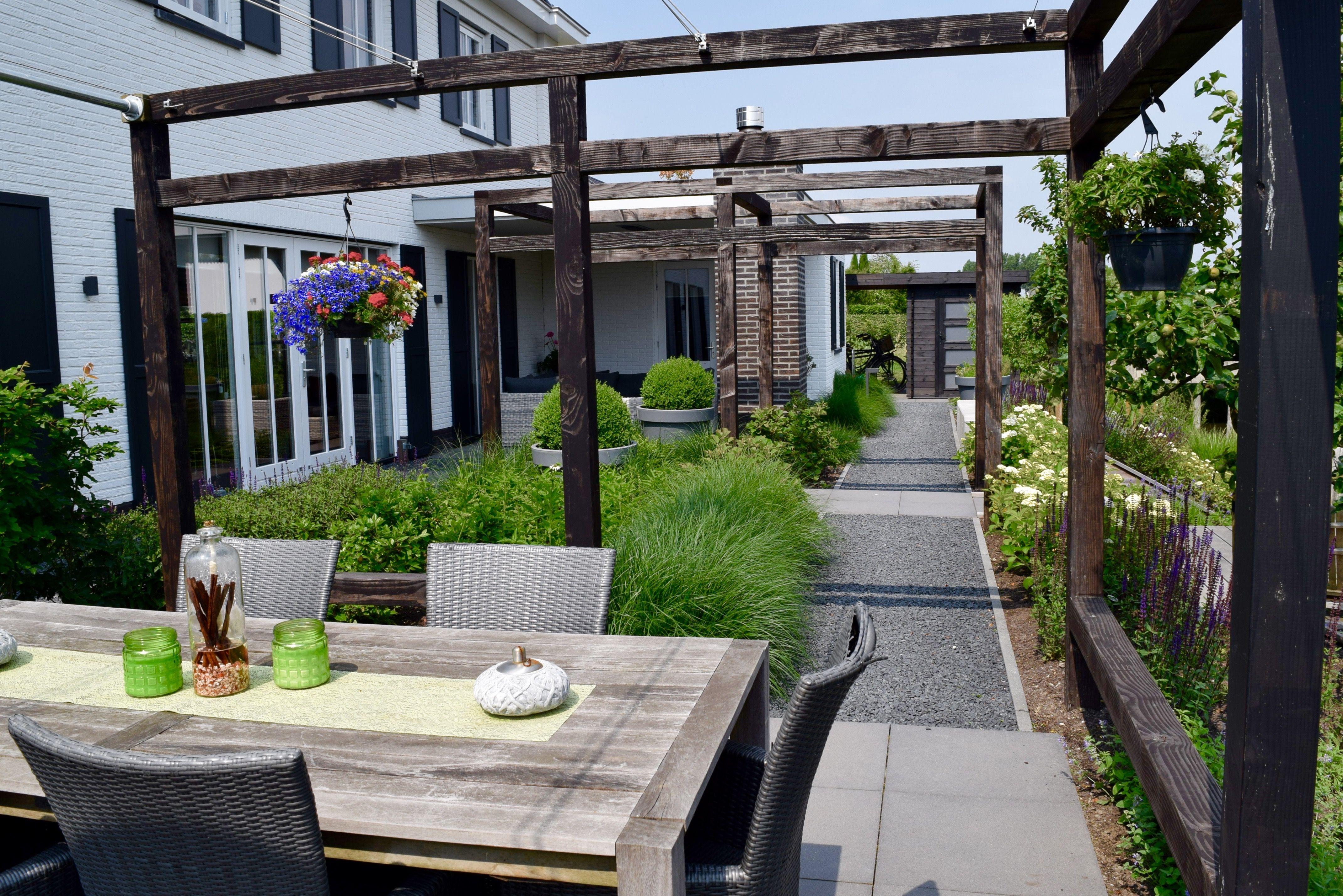 Terrassen, Beplanting En Pergolas In Nieuwbouw Tuin