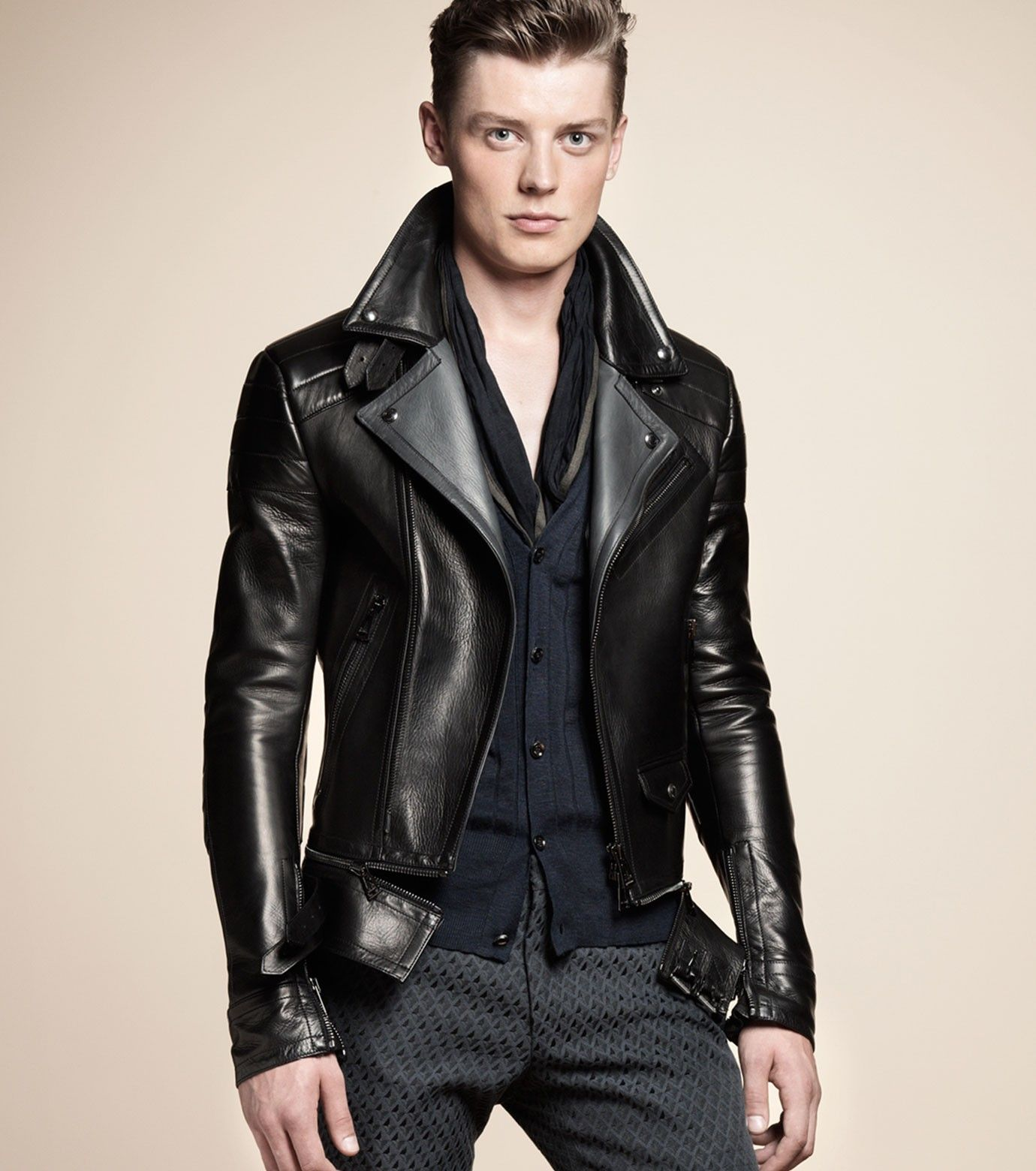 MEN'S MOTORCYCLE JACKET Make a sleek transition from