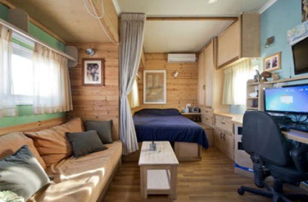 Box Truck To Solar Mobile Cabin 0011 Box Truck Converted Into Amazing Diy Solar Mobile Cabin