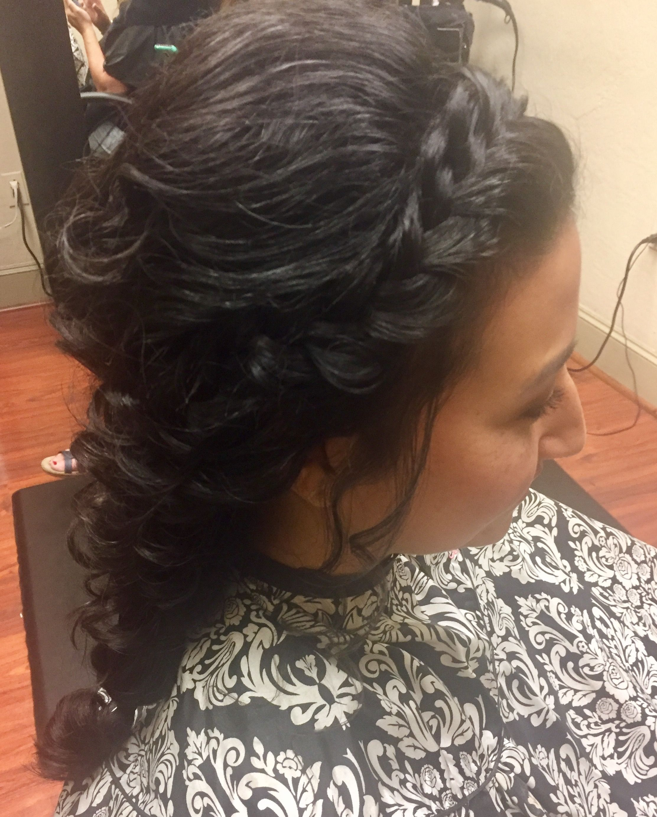 Natural curl wedding style