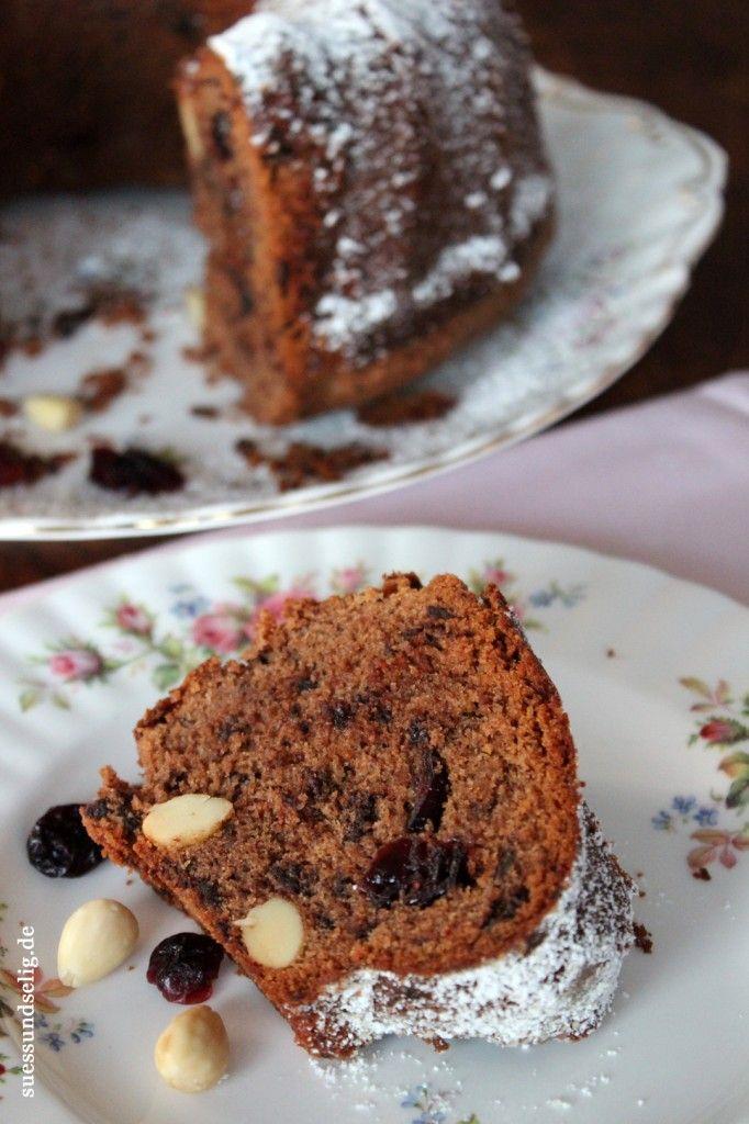 Bischofsmütze: Gugelhupf mit Schokolade, Cranberries und Mandeln. Knackig, fruchtig, schokoladig-süß und fluffig. Omas Rezepte sind halt einfach die Besten!