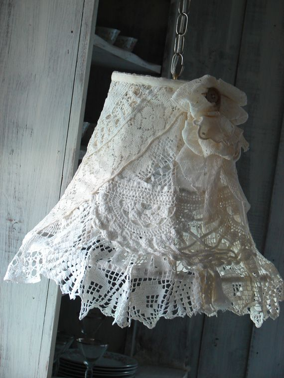 layers of lace lamp lamp shades pinterest lampenschirme shabby chic lampen und licht lampe. Black Bedroom Furniture Sets. Home Design Ideas