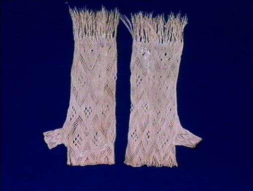 Made using a technique called sprang, which makes a stretchy fabric, an alternative to knitting.  Betegnelse:      Vante (Betegnelse)      Halvvante (Presisert betegnelse)  Historikk:      Bruk:      Brukssted: Norge, Oppland, Lom      Aksesjon:      1992 (Deponert til Norsk Folkemuseum)      Annet:      1886 (Innkjøpt av Nordiska museet)  Identifikasjonsnr.:      NF.1992-1695AB  Eier:      Norsk Folkemuseum