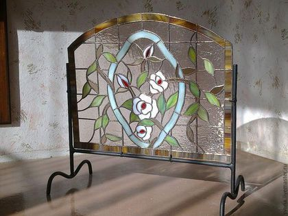 Купить или заказать витражная ширма для камина в интернет-магазине на Ярмарке Мастеров. Витражная ширма для камина из цветного стекла. Была сделана для заказчика в его загородный дом, выполнена в старинной технике Тиффани, размер и цвет может корректироваться покупателем. Могу сделать аналогичную, точный повтор невозможен.