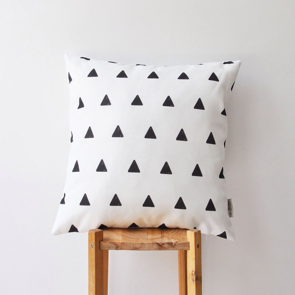 "Monochrome Decorative Pillow, Modern Nursery Pillow, Geometric Kids Pillow, Teen Pillow, Throw Pillow 16"" x 16"" door LoveJoyCreate op Etsy https://www.etsy.com/nl/listing/190948961/monochrome-decorative-pillow-modern"