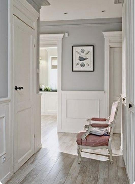 Arreda la tua casa con la boiserie in legno bianco opta for Entrate case moderne