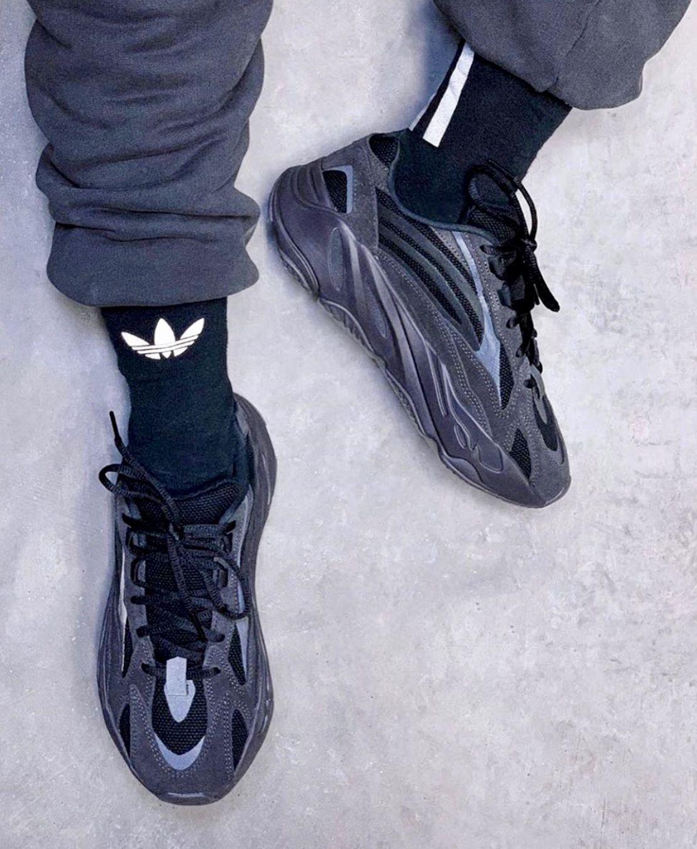 Yeezy 700 V2 Vanta | Sneakers outfit