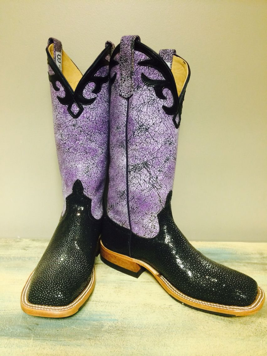 These Custom Boots Shine Just Like They Will With Their Owner In The Horse Show Pen Boots Custom Boots Western Store
