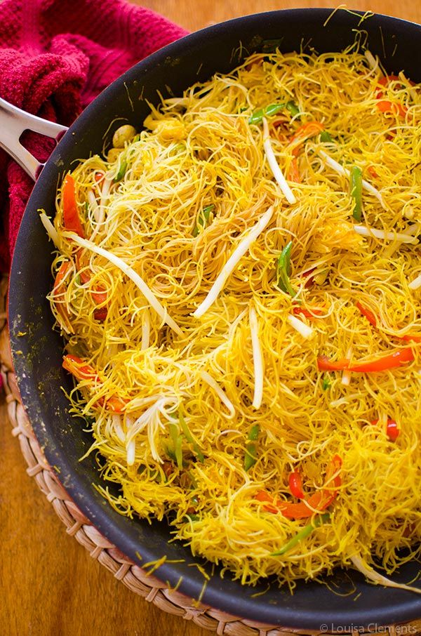 Vegetarian Singapore Noodles Living Lou Recipe Singapore Noodles Rice Noodle Recipes Vegetarian
