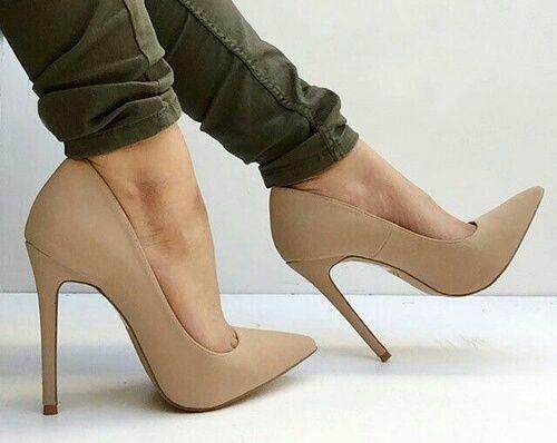 Sapatos Nude Ajudam Uma Mulher Parecer Mais Alta - Site De