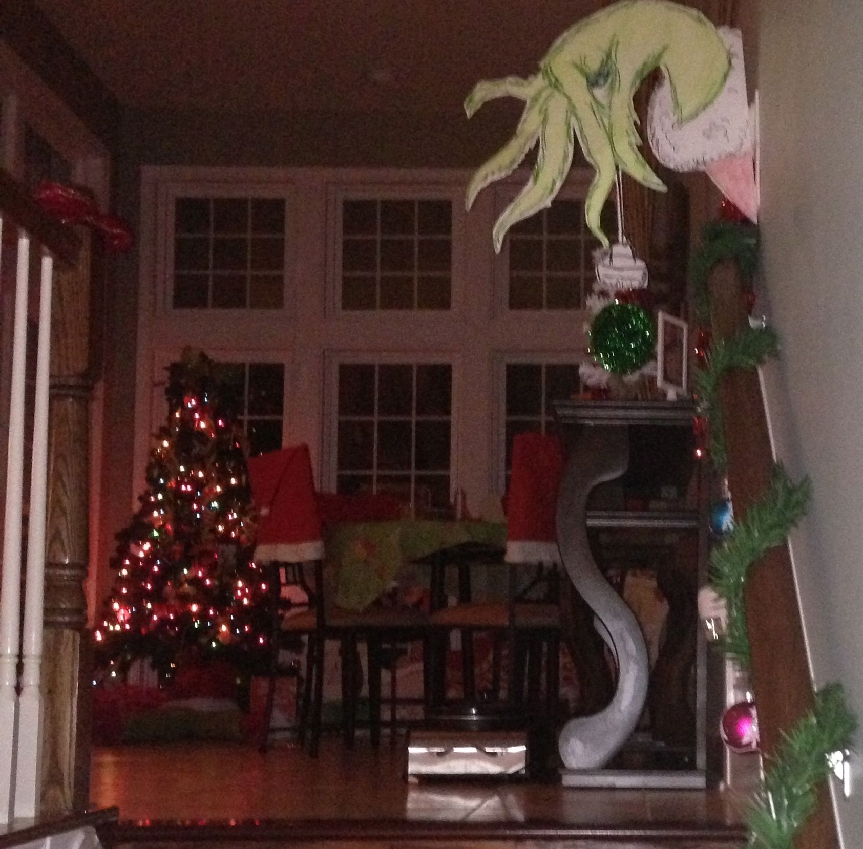 Grinch christmas decorations yard - Greet Your Guests With A 3d Grinch Hand Holding A 3d Ornament Using