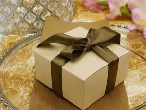 """Cake Box 4"""" x 4"""" x 2"""", the perfect party favor box for that special occasion"""