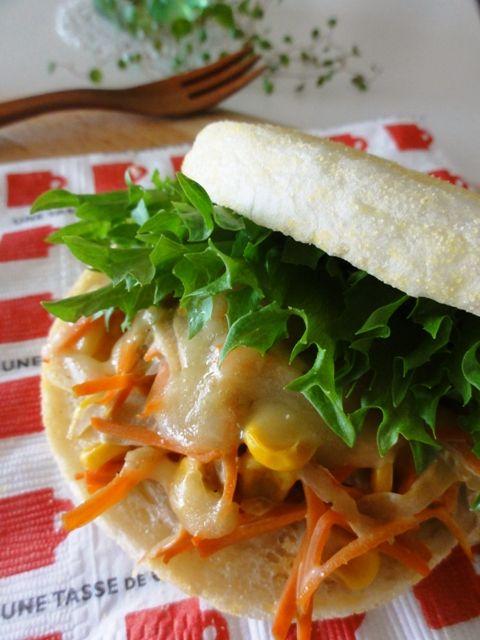 ゴボウサラダのホットマフィンサンド (Muffin & burdock salad).