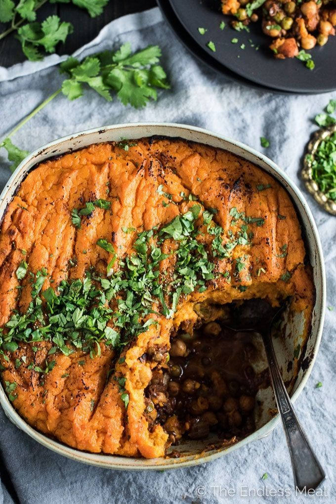 Vegan Shepherd S Pie Is Loaded With Veggies Lentils And Chickpeas And Topped With Coconut Sweet Potatoes It Sweet Potato Toppings Vegan Shepherds Pie Recipes
