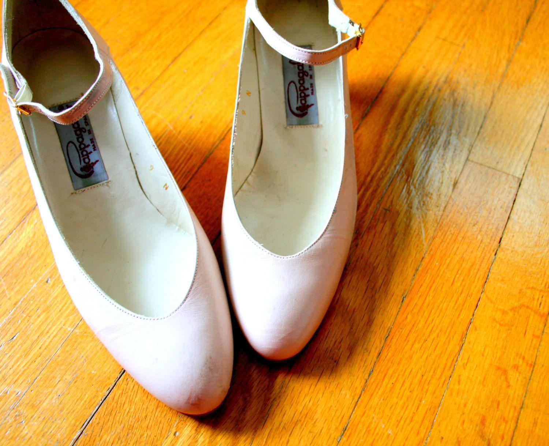 1980s PINK HEELS.....pale pink. pastel. size 9 women. pappagallo. 80s heels. classic. fancy. mod. ballet. 80s. $14.00, via Etsy.