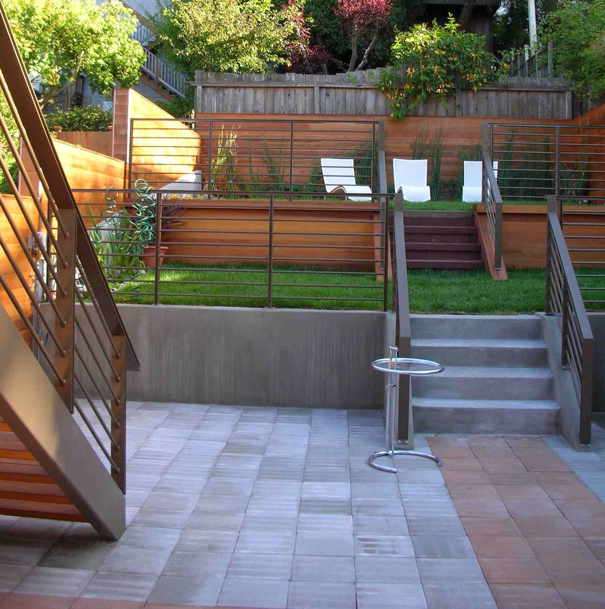 20 Sloped Backyard Design Ideas: Backyard Retaining Walls, Backyard