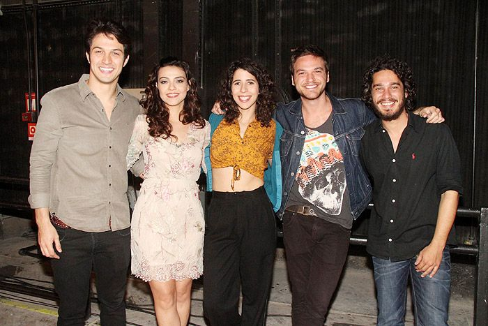Paolla Oliveira e elenco apresentam Além do Tempo
