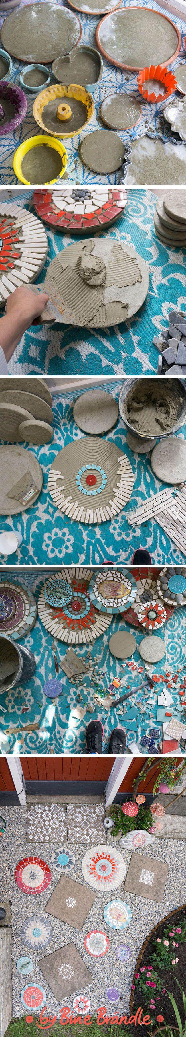trittsteine für den garten aus beton mit einem bunten mosaik
