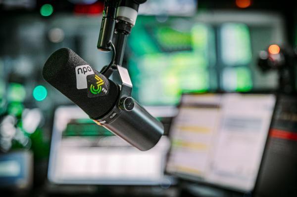 Rondkijken in de studio: 3FM heeft een nieuwe look - NPO 3FM