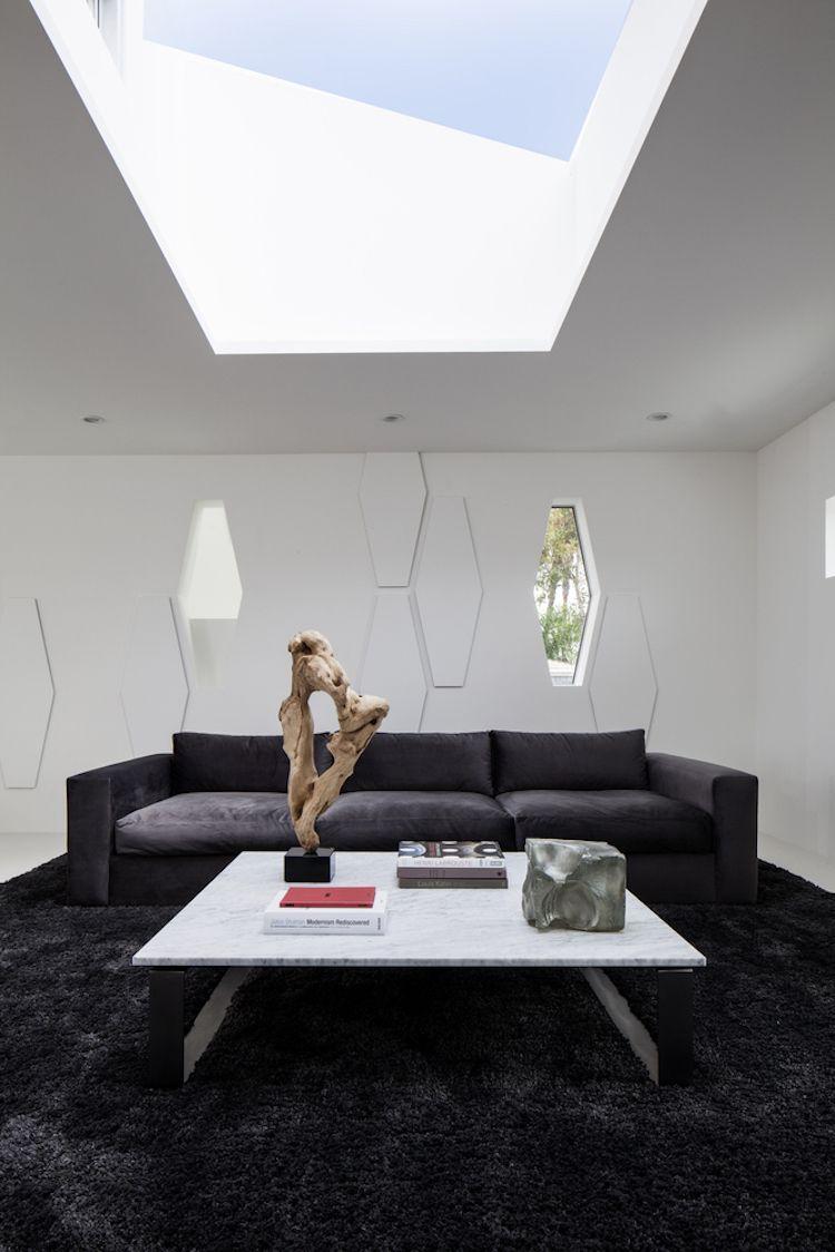 Farbe Weiß für innen und außen – modernes Haus in Kalifornien