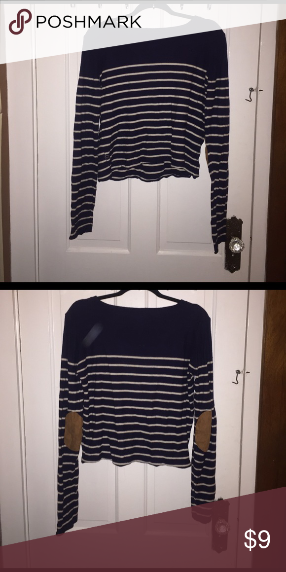 Large Navy Blue and White Forever 21 Crop Top Worn a few times. In great condition. Forever 21 Tops Crop Tops