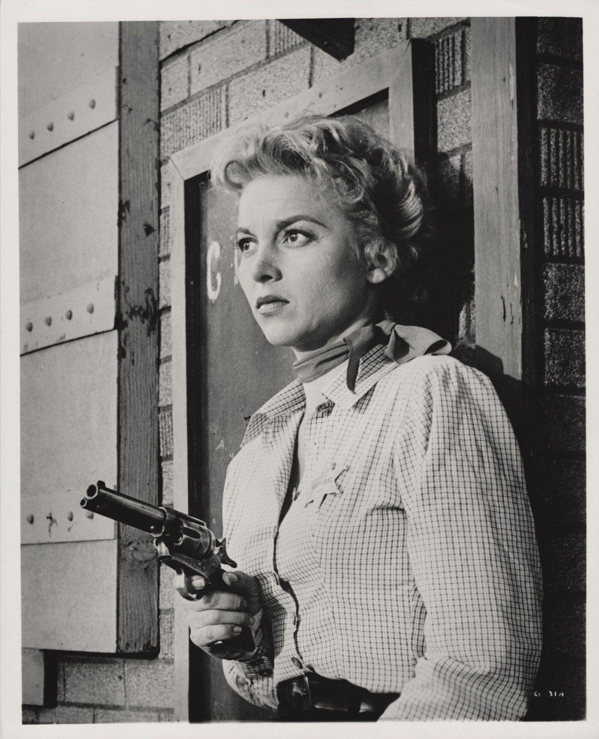 Ladies Western Bandits: actors and roles