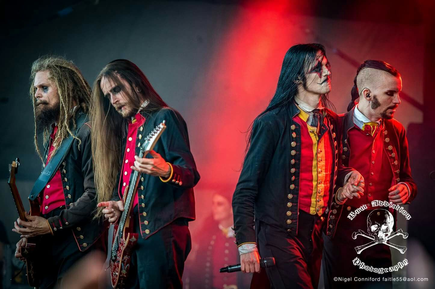 Can We Just Talk About The Fact Johannes And John Are Holding Hands Rock Y Metal Bandas De Metal Rockera