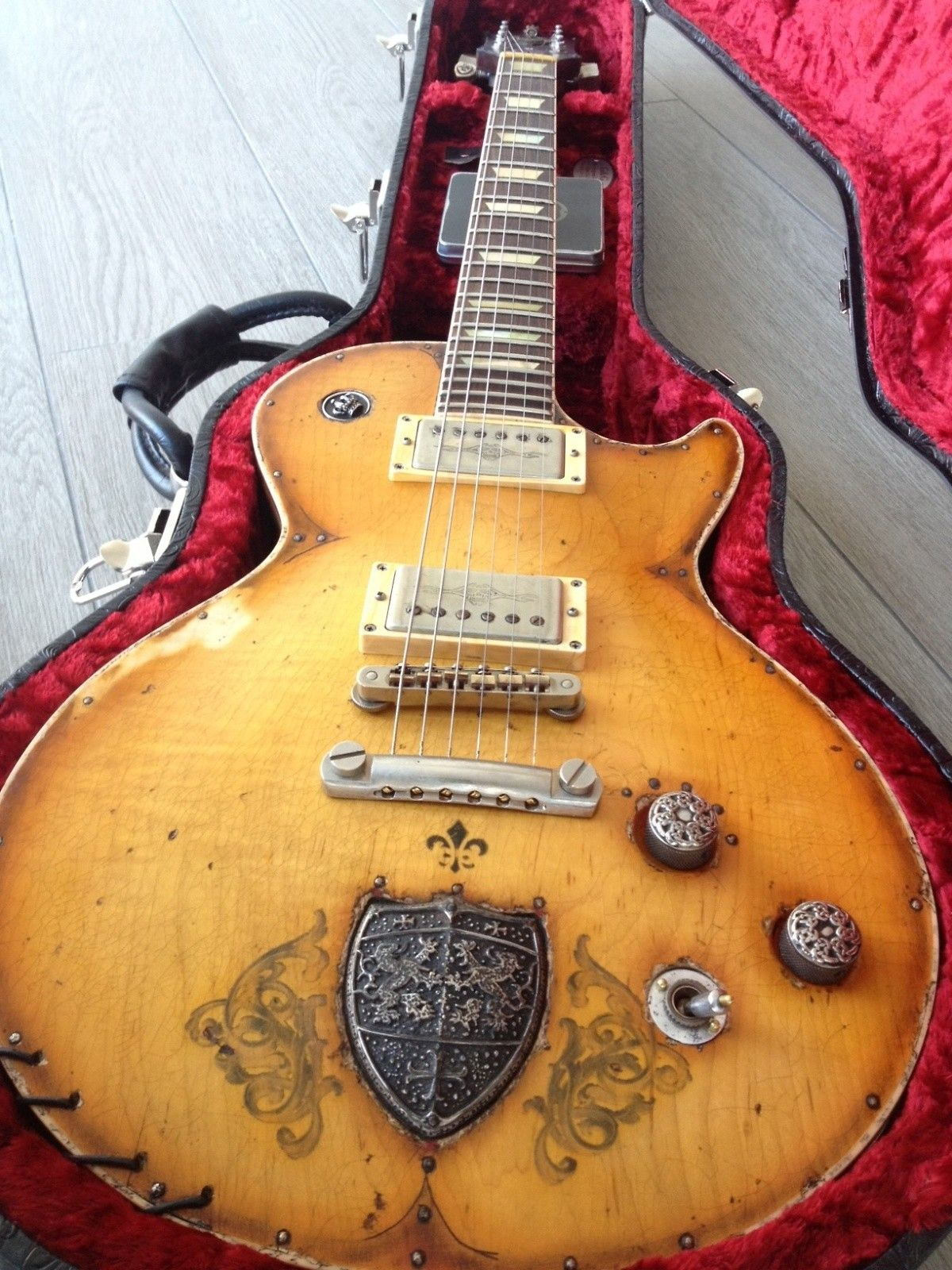 Hi Hereby A Great Opportunity To Own A Very Unique Guitar Sounds