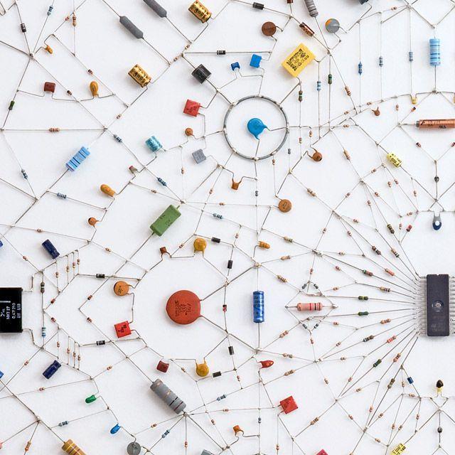 Photo of マイクロチップや電子部品を使ったマンダラ「Technological mandala」
